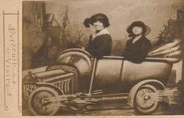 Photo - Portrait Visite - Ancienne - Montage Cartonnée - Voiture Avec Deux Femmes - Cars