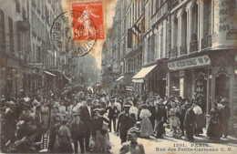 Paris II Grosse Animation Rue Des Petits Carreaux Devant Les Délices Coloniales Porteurs Petits Métiers CM 1201 - Distrito: 02