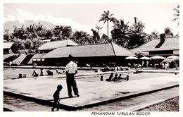 JAVA / INDONESIA - BOGOR : PEMANDIAN TJIBULAN - LA PISCINE - CARTE VRAI E PHOTO / REAL PHOTO ~ 1950 - '955 (ae933) - Indonesia