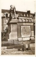Wavre : Place Du Sablon , Le Monument - Wavre