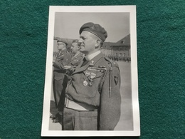 Photo D'un Aumônier Militaire Belge 1947 Décoré Pour La Guerre 39-45 Brigade Piron 13 X 9 Cm - Documents