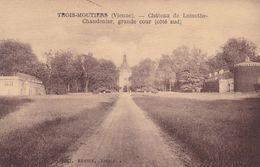Trois Moutiers, Château De Lamothe Chandenier, GRande Cour (pk70329) - Autres Communes