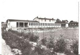 MONTEL DE GELAT  -  GROUPE SCOLAIRE - CPSM 1966 - Autres Communes