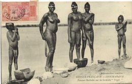 GUIN2E FRANCAISE  DIOUMABANA Femmes Malinkès Sur Les Bords Du Niger NUES  + Beau Timbre 10c Guinée RV - Afrique Du Sud, Est, Ouest