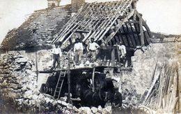 Montmirail. Carte-photo Groupes D'ouvriers Réparant Une Maison. 1919. - Montmirail