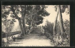 CPA Bagnols-sur-Céze, Jardin Du Mont Cotton, La Terrasse - France