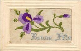 TOP 151 - CPA Original Carte Brodée BONNE FETE  Fleurs ,   Voir Scan Recto Verso - Embroidered