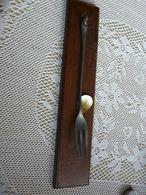 Fourchette  étain Avec Support En Bois Chène - TBE - Fourchettes