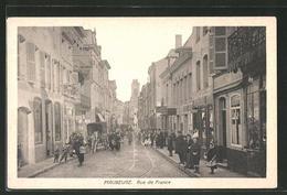 CPA Maubeuge, Rue De France, Vue De La Rue Im Zentrum - Maubeuge