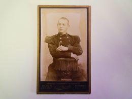 2020 - 5957  Joli PORTRAIT D'un Militaire Du 10è Régiment D'Infanterie  Vital LATREILLE   (Format Carte De Visite)   XXX - Non Classificati