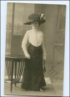 Y16615/ Frau Mit Hut Und Handtasche Hutmode Foto AK 1910 - Mode