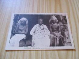 Rare CPA Ruanda - Grand Chef Avec Deux De Ses Fils. - Ruanda-Urundi