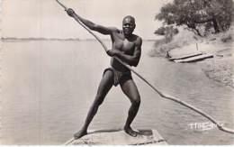TCHAD : Passeur / Ferryman / Fährmann /  Barquero / Traghettatore - Jolie CPSM Dentelée Format CPA  Afrique Africa - Tchad