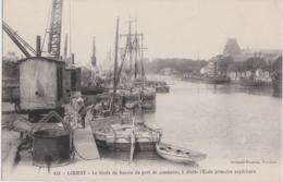 """Bv - Cpa LORIENT - Le Fonds Du Bassin Du Port De Commerce, à Droite L'Ecole Primaire Supérieure (bateau """"Père Pierre"""") - Lorient"""