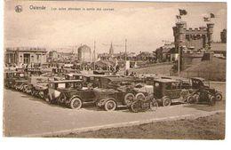 OSTENDE - LES AUTOS ATTENDANT LA SORTIE DES COURSES - Cartes Postales