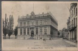 59 - BERGUES - Hôtel De Ville (pli Visible Au Verso) - Bergues