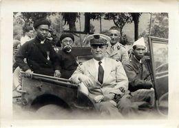 Photo De Presse INDOCHINE 1947 Haut Commissaire  Emile BOLLAERT En Jeep Et Dignitaires Décorés Légion D' Honneur - Guerra, Militari