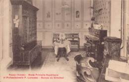 89 - YONNE - TOUCY - 10938 - école Primaire Supérieure Et Professionnelle P.Larousse - Bureau Du Directeur - Toucy