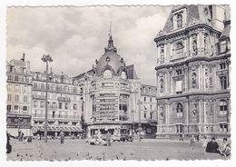 75 Paris Le BHV Bazar De L'Hôtel De Ville En 1963 VOIR DOS Et ZOOM Renault Dauphine En Panne Maison De La Chemise - Other Monuments