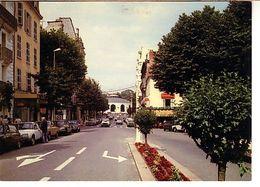 Vichy L'avenue A. Briand La Source De L'hôpital ( Café Albert ; Voiture - Vichy