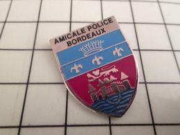 810d Pin's Pins / Beau Et Rare / THEME : POLICE / POLICE AMICALE DE BORDEAUX C'est Pas Graves Si Tu Prends Ton Médoc ! - Police