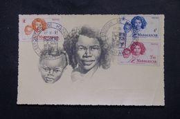 MADAGASCAR - Carte Maximum En 1952 , Une Mére Et Son Enfant - L 63342 - Madagascar (1889-1960)