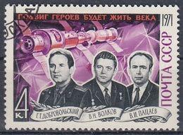 USSR 3937,used,falc Hinged - Gebruikt