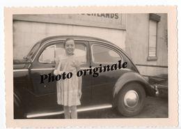 Photo Originale Autos Voitures Automobiles Cars - Volkswagen VW Coccinelle Ovale Käfer Ovali Beetle - Jeune Fille - Automobili