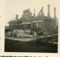 PHOTO ALLEMANDE - LA MAIRIE DE LARBROYE APRES LES BOMBARDEMENTS DE 1940 - PRES DE NOYON - OISE - GUERRE 1939 - 1945 - 1939-45
