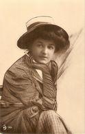 """Lady Smoking"" Old Vintag Antique German Postcard - Femmes"