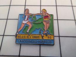 115b Pin's Pins / Beau Et Rare / THEME : SPORTS / ATHLETISME RELAIS DE L'EUROPE LANDERNEAU HUNFELD 92 Ach ! La Kollabora - Athlétisme