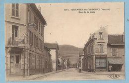 TH0781  CPA  GRANGES-sur-VOLOGNE  (Vosges)  Rue De La Gare -  HOTEL DU COMMERCE  -  MODES - BOUCHERIE CHARCUTERIE  +++ - Granges Sur Vologne