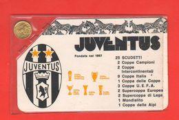 Calcio Juventus Tesserina X I 25 Scudetti Della Juve Anno 1998 Medaglietta Dorata Con Zebra - Bekleidung, Souvenirs Und Sonstige