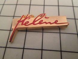 115d Pin's Pins / Beau Et Rare / THEME : PERSONNES CELEBRES / HELENE Et ... Personne , Les Garçons Avaient Piscine - Personajes Célebres
