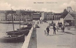 AUDIERNE  - ENTREE DE LA VILLE ( Animée ..Attelage  ; Cycliste ) - Audierne