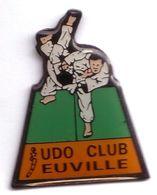 C168 Pin's Judo Club Euville Meuse Achat Immédiat - Judo