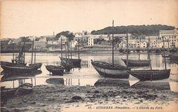 AUDIERNE - L ' Entrée Du Port - Audierne
