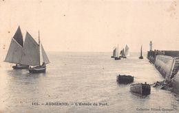 AUDIERNE  -L 'entrée Du Port ( Villard ) Cachet Ambulant Au Verso - Audierne