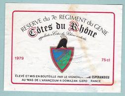 """Etiquette De Vin Cotes Du Rhone Thème Militaire """" Réserve Du 7e Régiment Du Génie """" 1979 écusson Emblème - Militaire"""