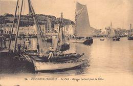 AUDIERNE  - Le Port , Barques Partant Pour La Peche - Audierne