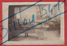 Photo D'une Fabrication D'Obus Par Une Femme En 1915 Certainement à L'Usine De Capitain-Gény à BUSSY  Joinville - Beroepen