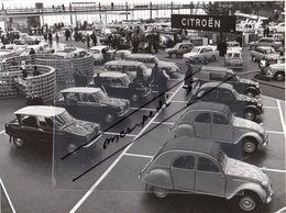 < Automobile Auto Voiture >> Belle Photo De Presse 18x23 Stand Citroën RAI Amsterdam 1964, DS Cabriolet, Panhard CD, Daf - Cars