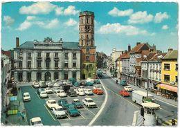CPSM MENEN - Ménin - Grand' Place Hôtel De Ville Et Beffroi ( Simca Aronde Peugeot 404 ) - Menen