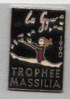 Pin's  Pin' Up, Sport  Gymnastique, La  Gym  TROPHÉE  MASSILA  1990  Verso  MARIE  POPIN'S - Ginnastica