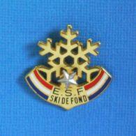 1 PIN'S //  ** E.S.F / ÉCOLE DU SKI FRANÇAIS / SKI DE FOND 1* / UNE ETOILES ** . (Decat Paris) - Sports D'hiver