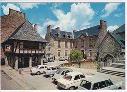 22 DINAN Hôtel Kératry  Et Le Théatre , Voiture Année 1950 ,Citroen 2 CV Ami 6 , Peugeot 204 - Dinan