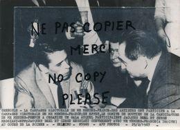 PHOTO De Presse Grenoble La Campagne Electoral De Mr MENDES FRANCE  Jacques BREL Et Serge REGGIANI 1967 - Personnes Identifiées