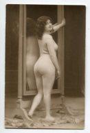 NU French Charm 041 Edit VB Série 177  Jeune   Femme Nue Devant Miroir Cambrure Reins Fesses   EROTISME - Fine Nudes (adults < 1960)