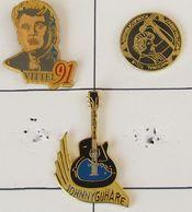 3 Pin's MUSIQUE/CHANTEUR -  JOHNNY HALLYDAY - Muziek