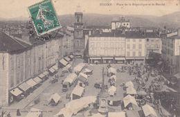 Cpa ISSOIRE PLACE DE LA REPUBLIQUE ET LE MARCHE - Issoire